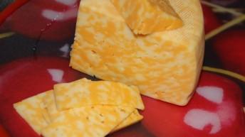 Производители мраморного сыра стали получать письма от правообладателя — предупреждение об ответственности